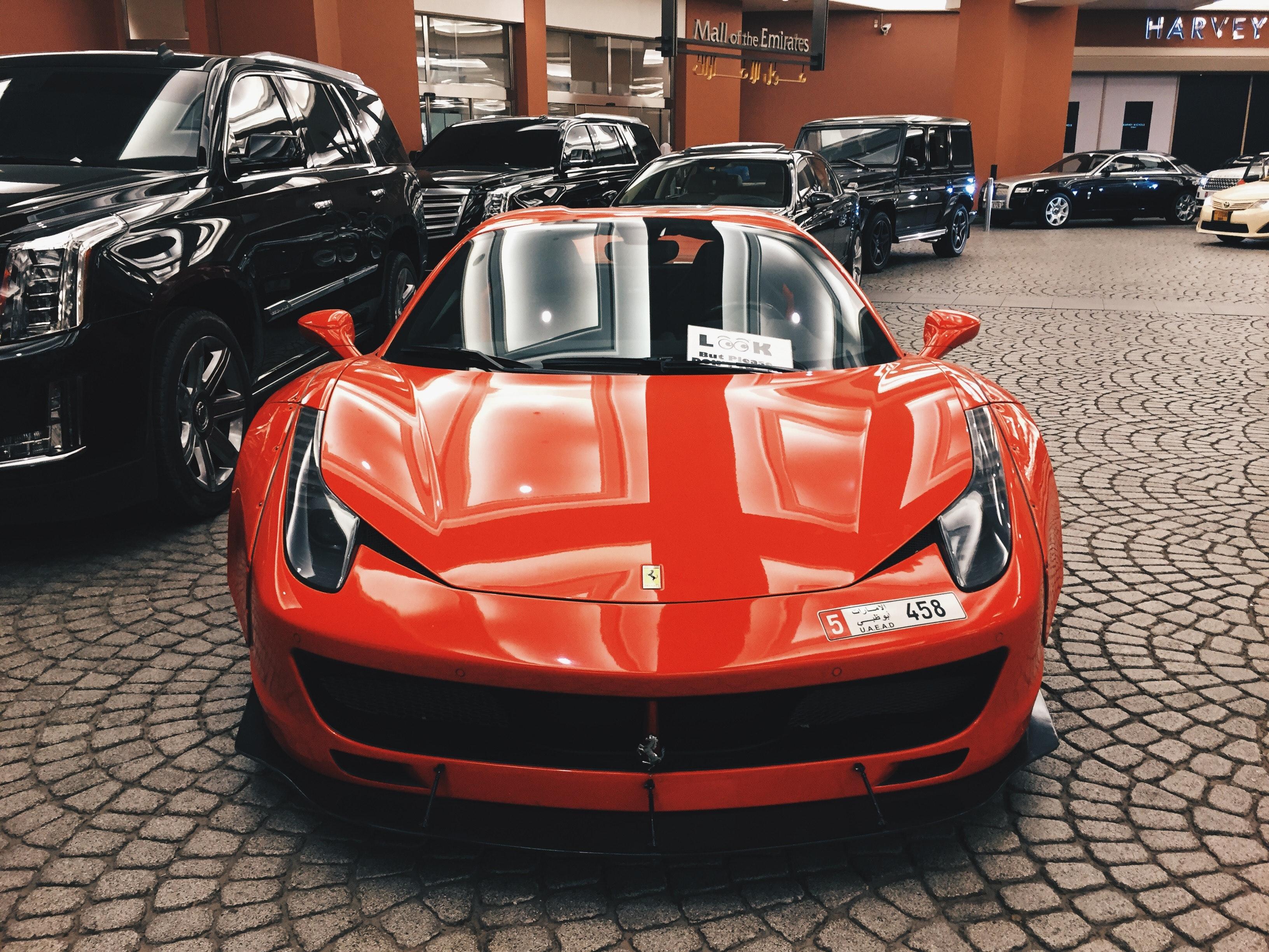 Rød skinnende Ferrari